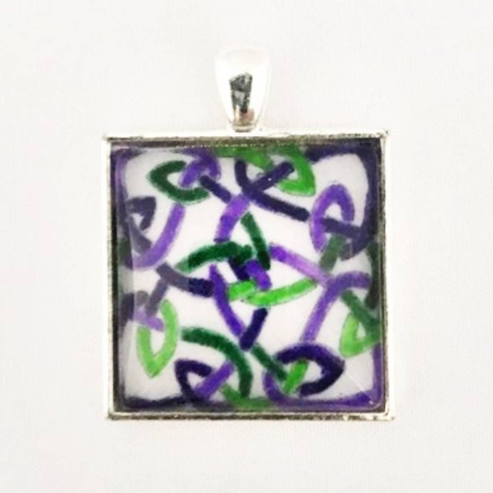 Necklace Square Violet Waves